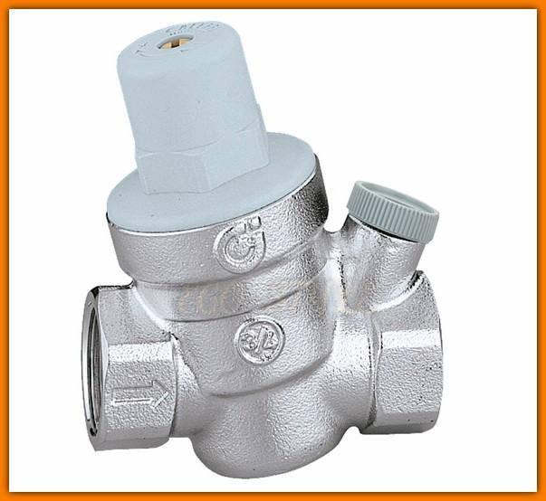 """Reduktor ciśnienia wody 3/4"""" CALEFFI 533451 z przyłączem na manometr Ferro"""